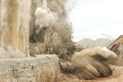Controle de vibração em desmonte de rocha